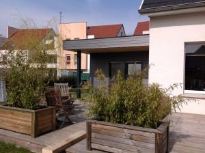 Après l'ajout de l'extension en bois d'une maison en Alsace. Vue de face