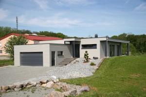 Maison à ossature bois avec grand garage et appentis en bois. Alsace, haut rhin (68).