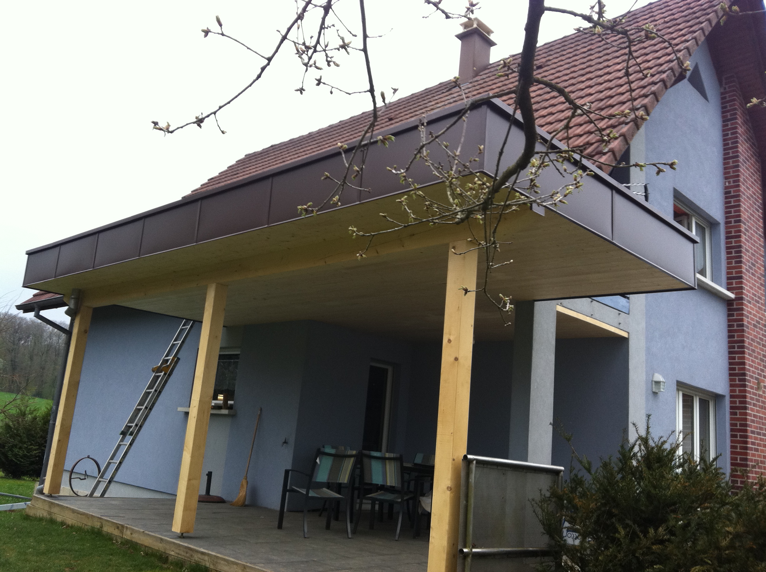 Terrasse couverte toit plat for Ajout de garage maison