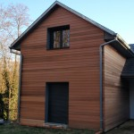 Maison à ossature bois avec bardage mélèze. Vue arrière.