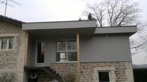 Ajout d'une extension à une maison. Extension en ossature bois.