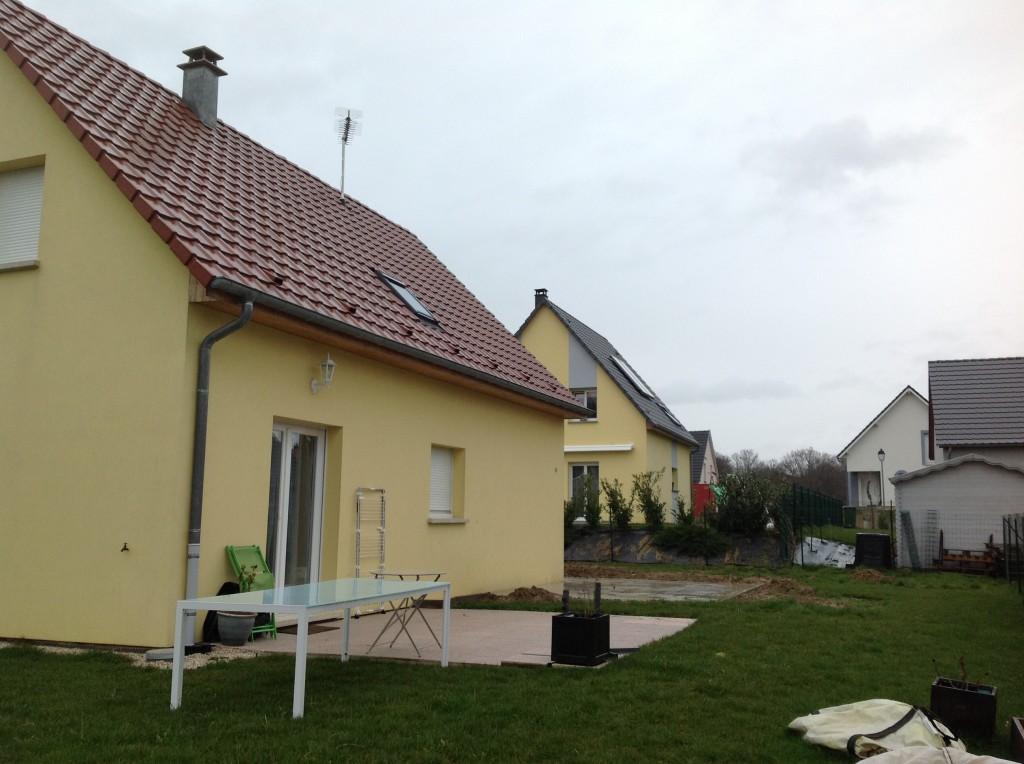 Vue maison avant construction extension en bois. En Alsace, haut rhin.