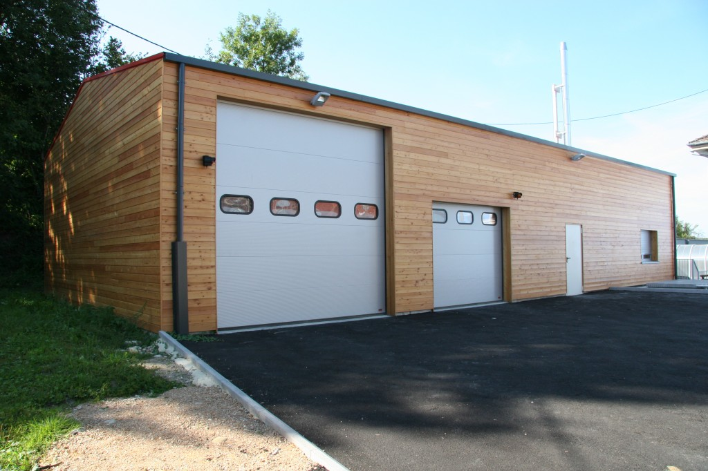 Hangar à ossature bois pour rangement de véhicule