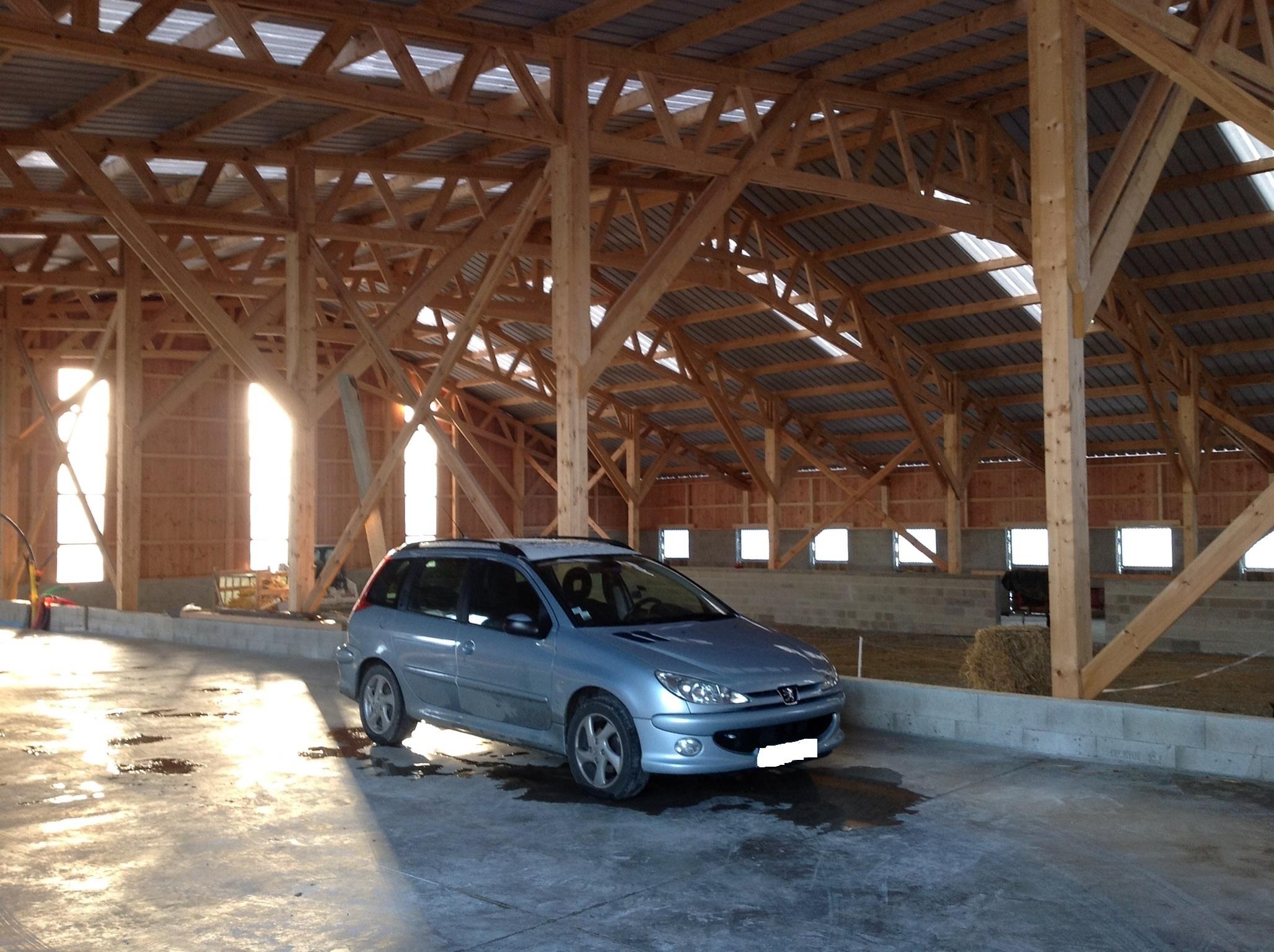 hangar ossature bois abt construction bois. Black Bedroom Furniture Sets. Home Design Ideas