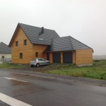 Maison en Alsace. Maison à ossature bois et deux garage. Vue avant